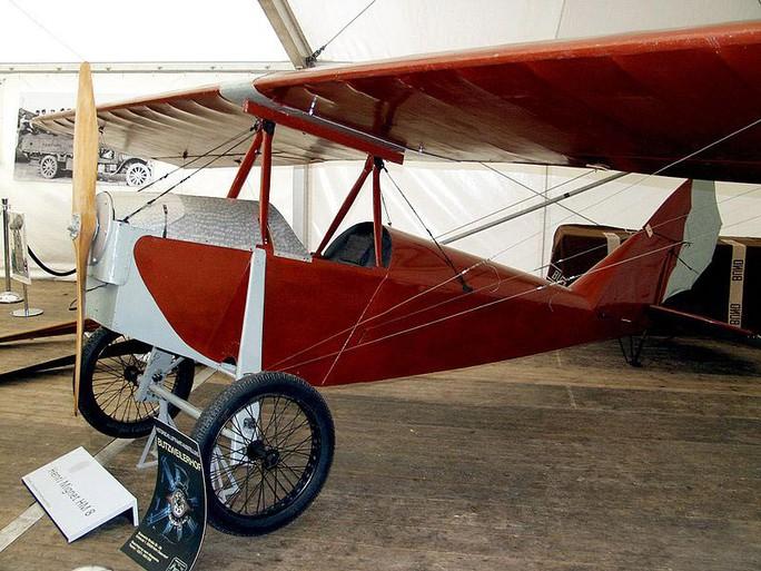 Những chiếc máy bay đầu tiên ở Việt Nam - Ảnh 1.