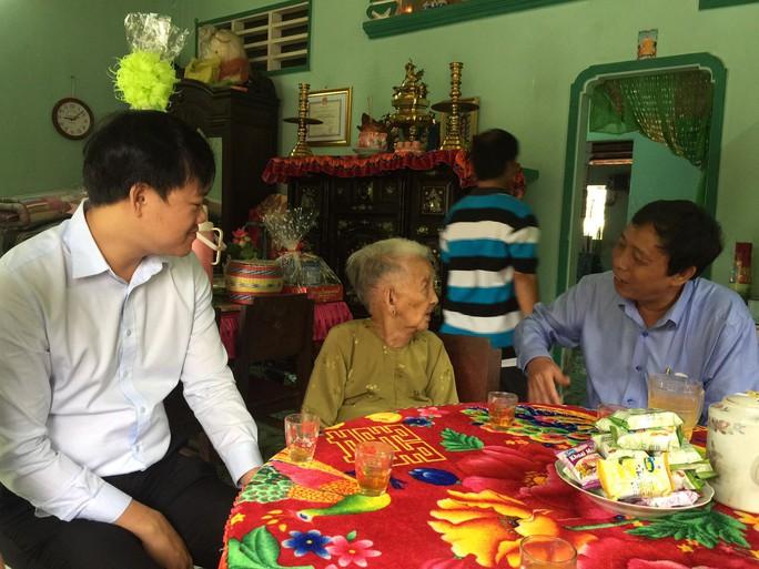 Thăm mẹ Việt Nam anh hùng Trần Thị Đủ - Ảnh 1.