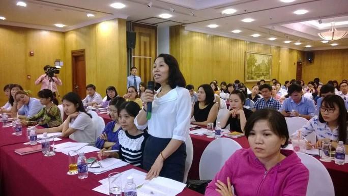 Đại diện doanh nghiệp đặt câu hỏi với Sở Lao động - Thương binh và Xã hội TP HCM tại buổi đối thoại