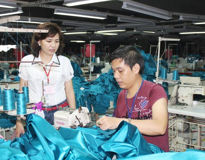 Với nhiều quyền lợi được bảo đảm trong thỏa ước lao động tập thể, công nhân Công ty May Cường Tài (quận Gò Vấp, TP HCM) luôn yên tâm làm việc