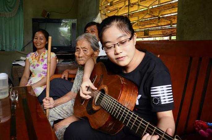 Nguyễn Thị Thanh Danh sum họp cùng cha mẹ tại nhà Ảnh: TỬ TRỰC