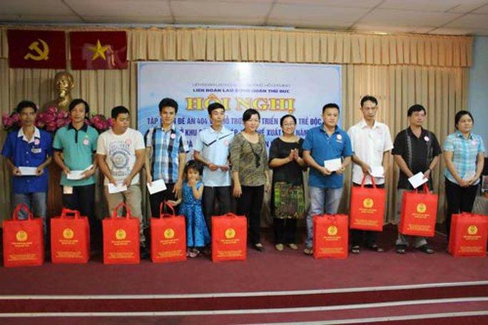Tưng bừng ngày hội gia đình công nhân dệt may TP HCM - Ảnh 1.