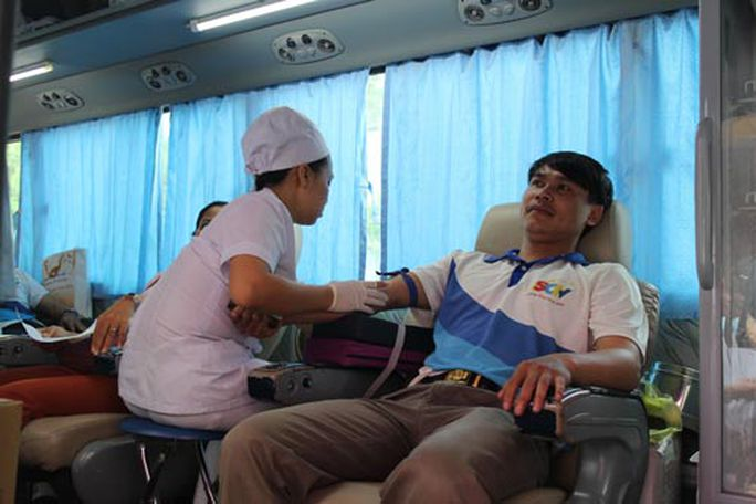 Nhân viên Công ty TNHH Truyền hình cáp Saigontourist hiến máu