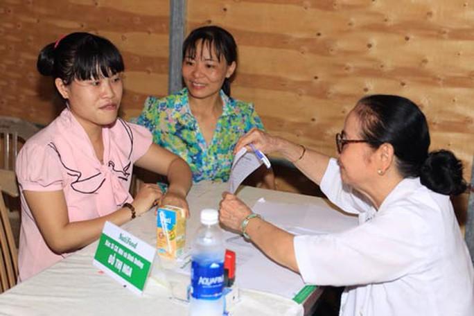 Bác sĩ của NutiFood tư vấn dinh dưỡng cho công nhân