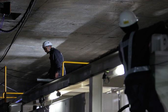 Cận cảnh robot khủng khoan hầm metro số 1 - Ảnh 7.