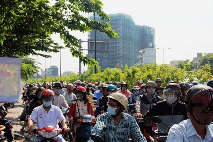 Hỗn loạn trên đường Phạm Văn Đồng - Ảnh 5.