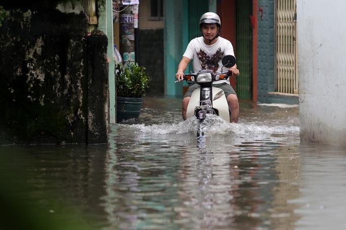 TP HCM mênh mông nước sau cơn mưa lớn - Ảnh 5.