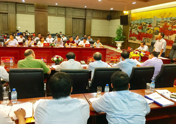 Chủ tịch Hải Phòng đối thoại với doanh nghiệp nợ phí hạ tầng cảng biển - Ảnh 1.
