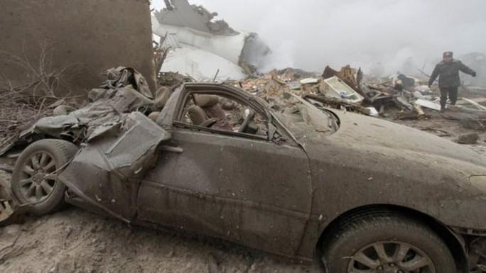Cảnh tượng hoang tàn nơi xảy ra tai nạn. Ảnh: Reuters
