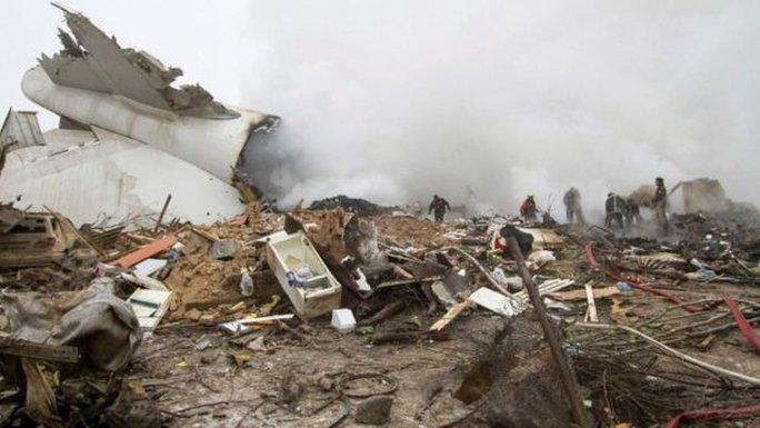 Số người chết trong vụ rơi máy bay có thể còn tiếp tục tăng. Ảnh: Reuters