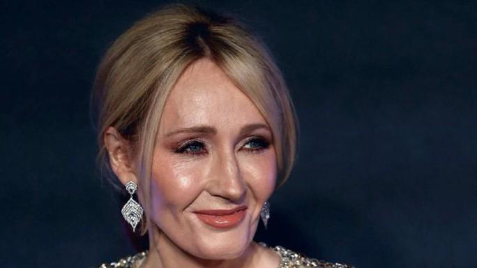 Nhà văn JK Rowling, tác giả Harry Potter phản bác lại những cư dân mạng dọa cô