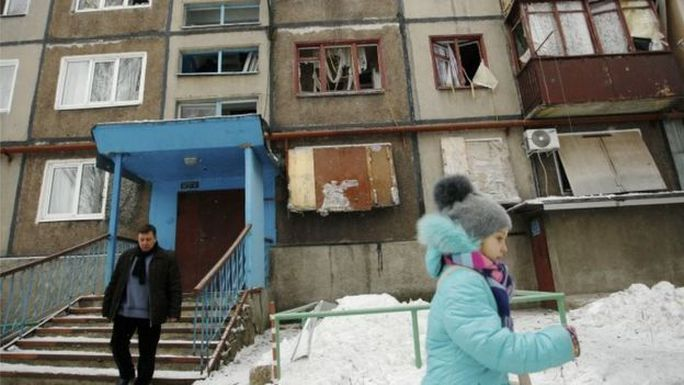 Quân ly khai tố cáo chính phủ nã pháo vào TP Donetsk. Ảnh: AP