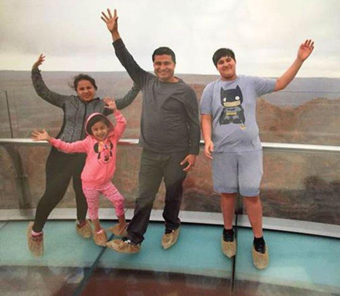 Gia đình ông Alcides Moreno. Ảnh: BBC