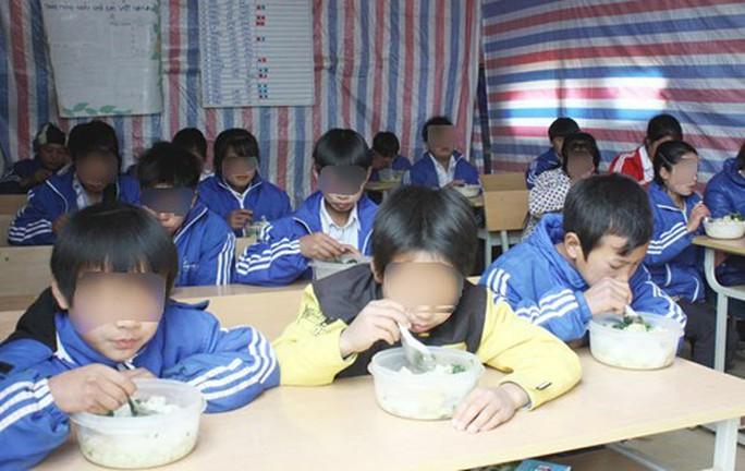 Bắt hiệu trưởng bán 6 tấn gạo của học sinh dân tộc bán trú - Ảnh 1.