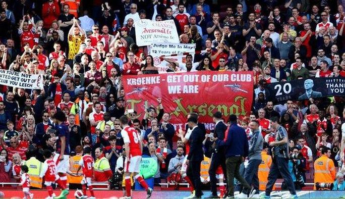 Văng khỏi tốp 4, HLV Wenger vẫn chưa từ chức - Ảnh 3.