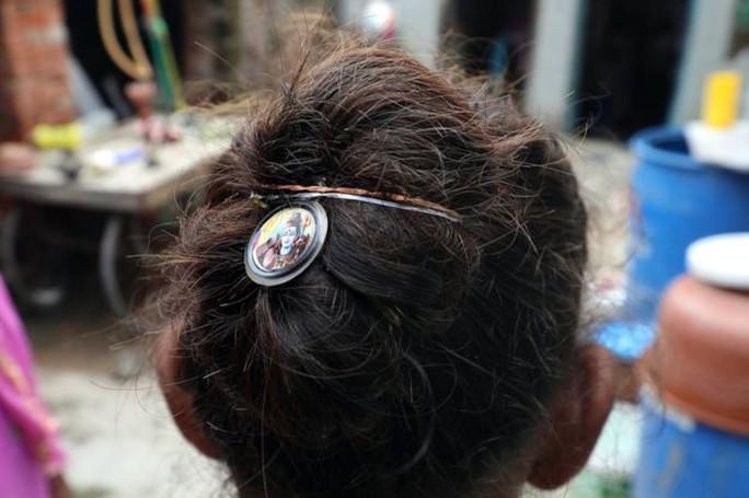 Hàng loạt phụ nữ bị thôi miên rồi cướp tóc - Ảnh 4.