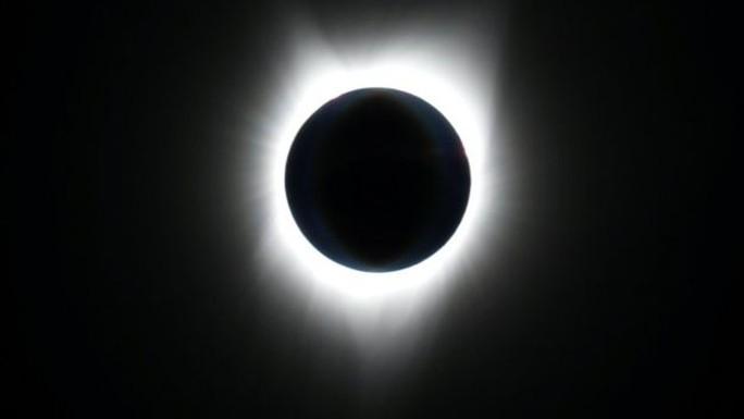 Chiêm ngưỡng nhật thực toàn phần tại Mỹ - Ảnh 1.