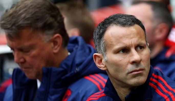 Neville và Giggs cùng tranh ghế nóng Everton - Ảnh 2.