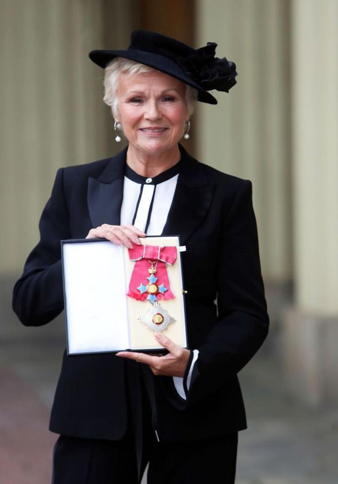 Diễn viên Julie Walters được phong tước Hiệp sĩ - Ảnh 2.