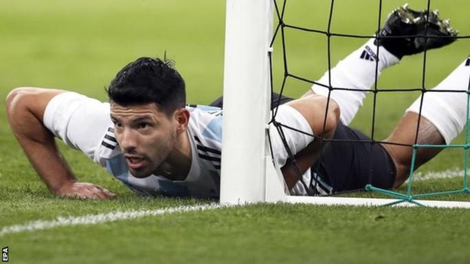 Aguero nhập viện cấp cứu sau trận Argentina thua thảm Nigeria - Ảnh 1.