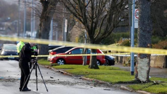 Xe hơi lao vào cây, 5 người thiệt mạng - Ảnh 2.