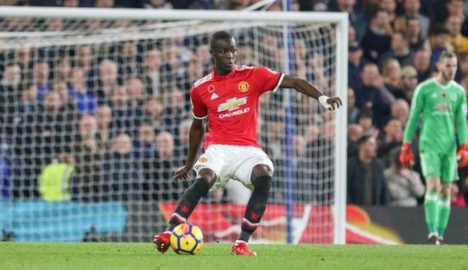 Mourinho xác nhận Bailly lên bàn mổ, nghỉ 3 tháng - Ảnh 1.