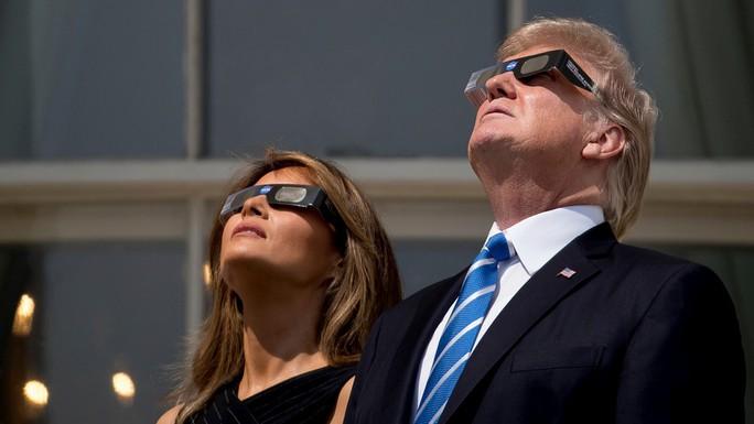 Chiêm ngưỡng nhật thực toàn phần tại Mỹ - Ảnh 13.