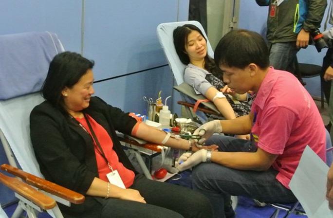 Một người tình nguyện hiến máu