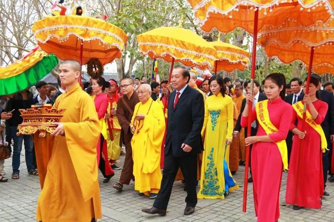 Phó Thủ tướng Thường trực Trương Hòa Bình về dự lễ và đánh trống khai hội chùa Bái Đính