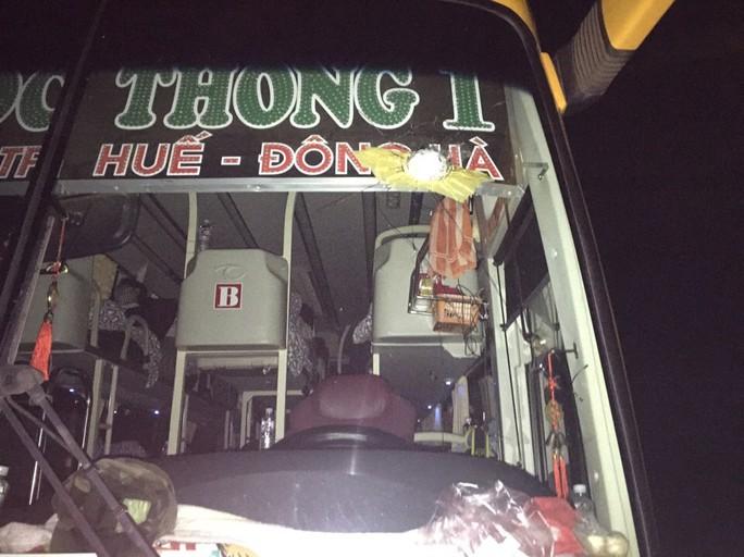 Xe khách Ngọc Thông bị ném đá vỡ kính - Ảnh nhà xe cung cấp