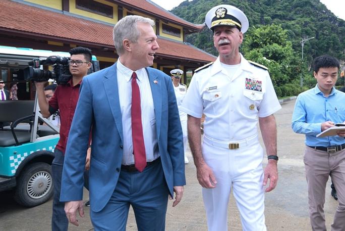 Tư lệnh Hạm đội Thái Bình Dương Mỹ thăm bãi cọc Bạch Đằng - Ảnh 2.