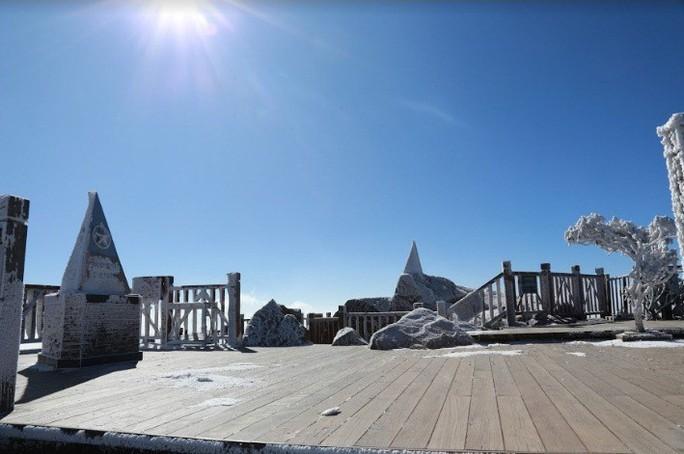 Nhiệt độ xuống -7 độ C, băng tuyết phủ trắng đỉnh Fansipan - Ảnh 15.
