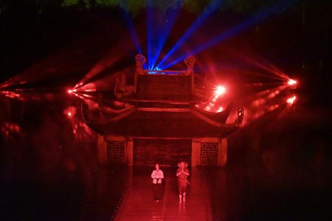 Choáng ngợp cảnh 150 nông dân biểu diễn trên sân khấu mặt nước 3.000 m2 - Ảnh 3.