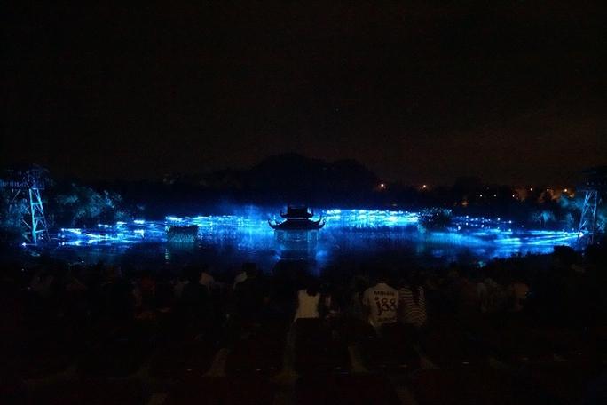 Choáng ngợp cảnh 150 nông dân biểu diễn trên sân khấu mặt nước 3.000 m2 - Ảnh 4.