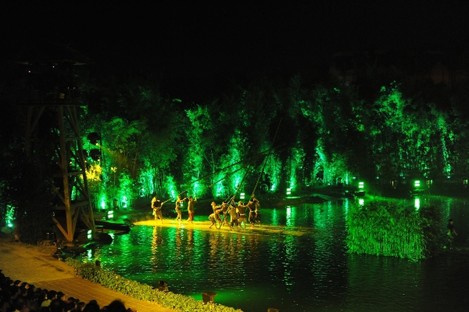 Choáng ngợp cảnh 150 nông dân biểu diễn trên sân khấu mặt nước 3.000 m2 - Ảnh 5.