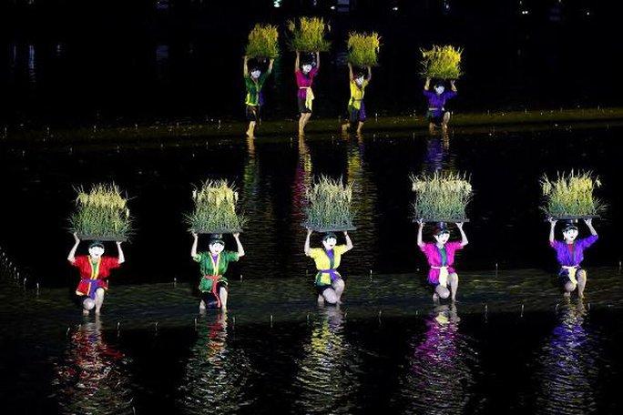 Choáng ngợp cảnh 150 nông dân biểu diễn trên sân khấu mặt nước 3.000 m2 - Ảnh 6.