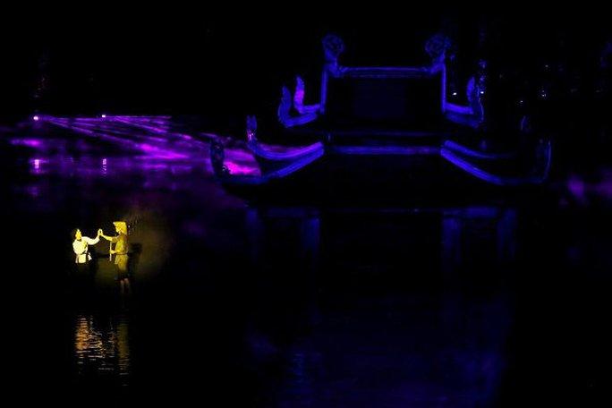 Choáng ngợp cảnh 150 nông dân biểu diễn trên sân khấu mặt nước 3.000 m2 - Ảnh 7.
