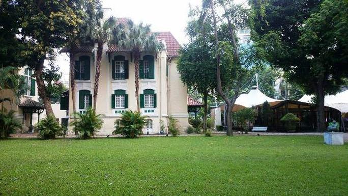 Khu vườn bí mật trong Đại sứ quán Pháp ở Hà Nội - Ảnh 1.