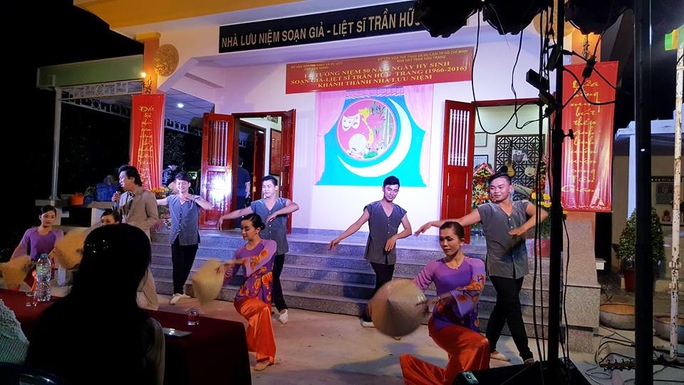 Chương trình nghệ thuật vinh danh tác giả Trần Hữu Trang được biểu diễn tại nhà lưu niệm