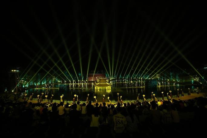 Choáng ngợp cảnh 150 nông dân biểu diễn trên sân khấu mặt nước 3.000 m2 - Ảnh 9.
