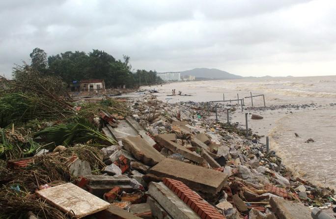 Thanh Hóa phản hồi về thiệt hại 1.000 tỉ đồng trong bão số 10 - Ảnh 1.