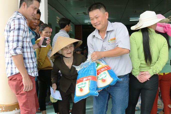 Tập đoàn Lộc Trời phối hợp Báo Người Lao Động cứu trợ tại Khánh Hòa - Ảnh 5.