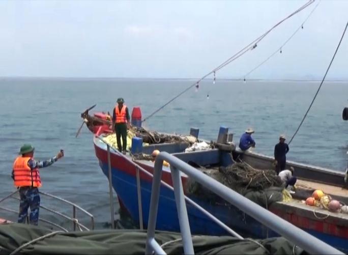 Lực lượng tuần tra Việt Nam tiến hành truy kích và bắt giữ tàu cá Trung Quốc vi phạm