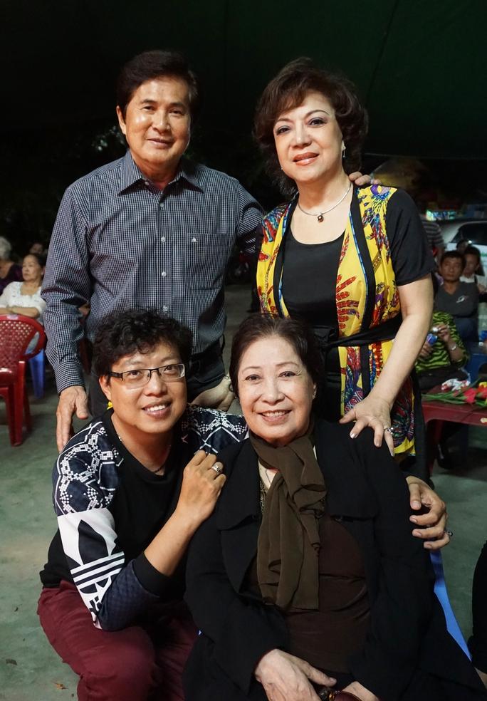Tác giả và NS Hoài Thanh, Đỗ Quyên thăm NSƯT Ngọc Hương