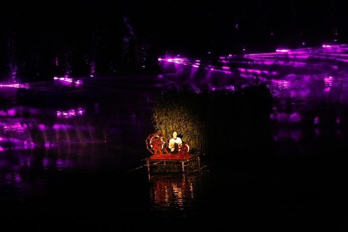 Choáng ngợp cảnh 150 nông dân biểu diễn trên sân khấu mặt nước 3.000 m2 - Ảnh 11.