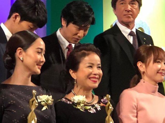 NSƯT Minh Trang xúc động nhận giải tại Liên hoan phim truyền hình quốc tế Tokyo 2017 - Ảnh 1.