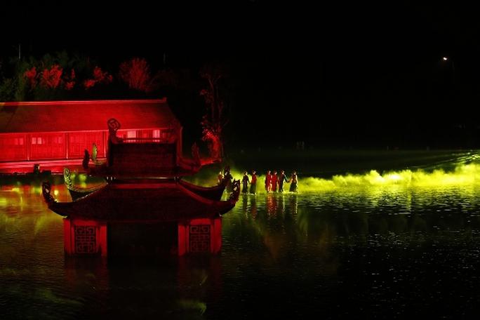 Choáng ngợp cảnh 150 nông dân biểu diễn trên sân khấu mặt nước 3.000 m2 - Ảnh 13.