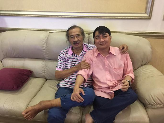 Ca sĩ Nhật Linh với cánh tay giả, đến thăm NSND Lý Huỳnh
