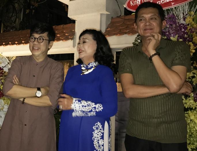 NSND Kim Cương, NSƯT Thành Lộc, Hữu Châu trong buổi tiệc tri ân của NSND Kim Cương
