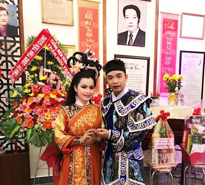 NS Kim Tiến và Tô Tấn Loan tại nhà lưu niệm Trần Hữu Trang